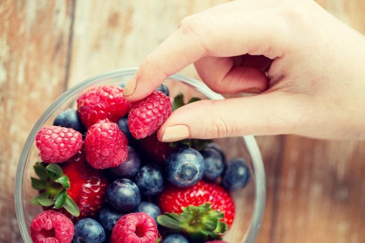 As frutas vermelhas atuam contra o envelhecimento celular, reforçando o sistema imune e prevenindo doenças