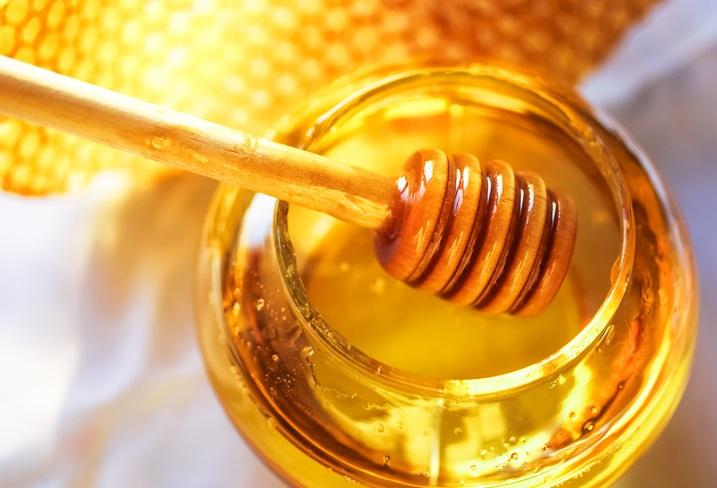 O mel tem três tipos de açúcares naturais: glicose, frutose e sacarose (foto: istock)