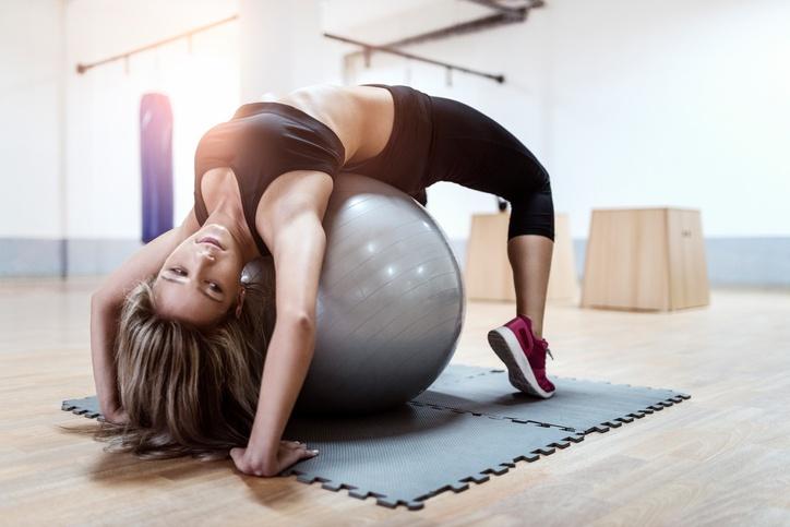O pilates, criado em 1914, possui mais de 500 exercícios com suas variações (foto: istock)