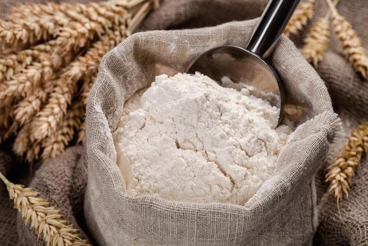 Na farinha integral é possível encontrar as vitaminas B1, B6, magnésio, selênio, zinco; a branca não tem esses nutrientes