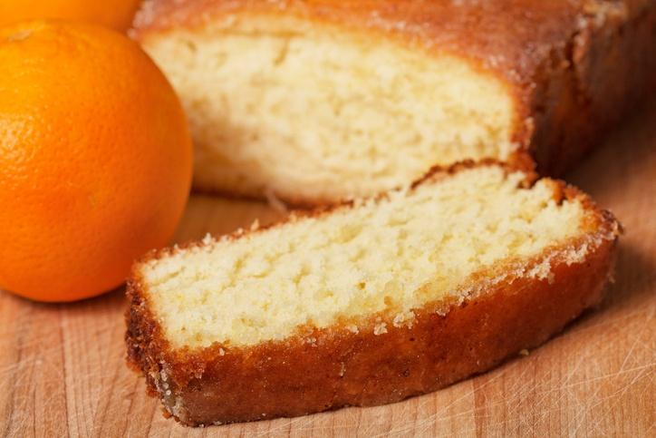 pão de ló com calda de laranja