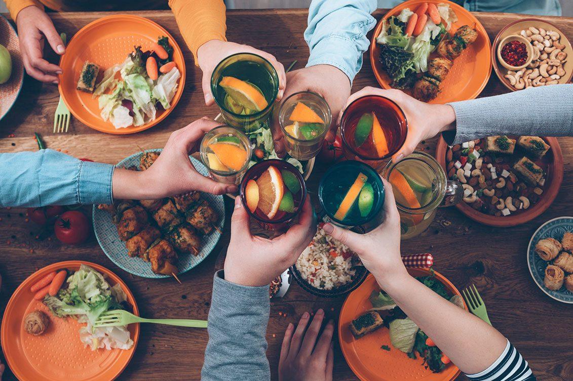 Por que a refeição com a família e os amigos faz bem?