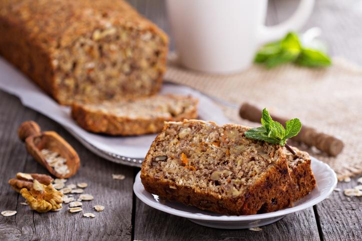 Fácil de fazer, o bolo de chia, aveia e castanha dá energia e vitalidade