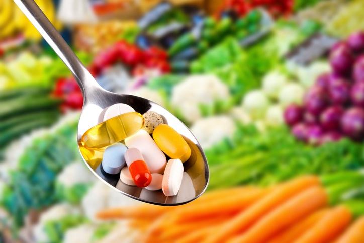 Os nutricosméticos só devem ser consumidos sob orientação de um profissional da saúde (foto: istock)