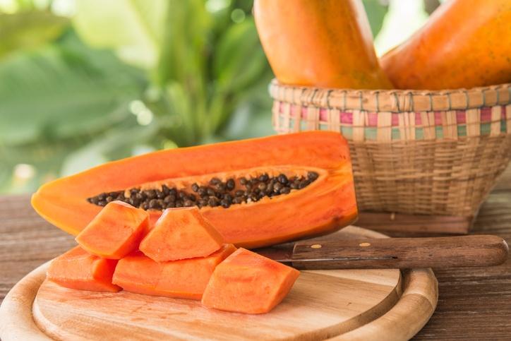 O mamão papaia é uma fonte riquíssima de vitamina C, tem 10 vezes mais do que a laranja (foto: istock)