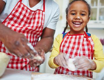 receitas-faceis-divertidas-que-as-criancas-podem-ajudar-preparar-nas-ferias